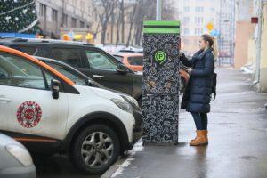 Чаще всего московские автомобилисты интересуются способами оплаты парковочного места. Фото: Антон Гердо, «Вечерняя Москва»