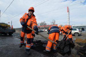Ремонт дорог по нескольким адресам завершили специалисты на территории района. Фото: Александр Казаков, «Вечерняя Москва»