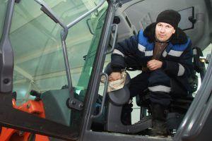 Несколько участков дорог в районе починили сотрудники «Жилищника». Фото: Наталия Нечаева, «Вечерняя Москва»