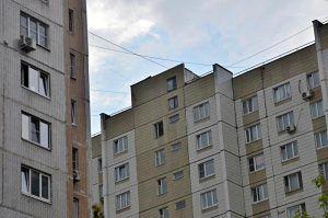 Работники «Жилищника» отремонтируют в течение 2019 года три дома в районе. Фото: Анна Быкова