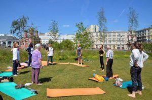 Открытое занятие по стретчингу пройдет в парке «Зарядье». Фото: Анна Быкова