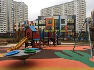 Новый учебный корпус на 350 мест появится у школы в районе станции метро «Лесопарковая». Фото: Анна Быкова