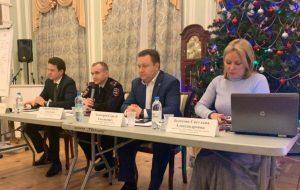 Глава управы Сергей Золотарев встретился с жителями 18 декабря. Фото: Мария Канина