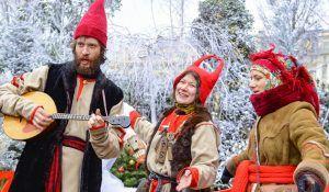 Москвичи смогут поучаствовать в насыщенной программе на Манежной площади. Фото: сайт мэра Москвы