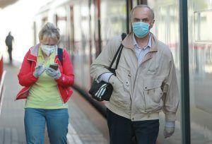 Жителям столицы рассказали о необходимости использования средств индивидуальной защиты. Фото: Наталия Нечаева, «Вечерняя Москва»