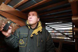 Представители «Жилищника» проверят дома в районе на предмет соблюдения правил безопасности. Фото: Наталия Нечаева, «Вечерняя Москва»