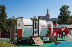 Москвичам рассказали о самых необычных детских площадках столицы