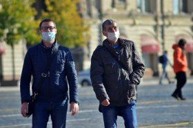 В торговых центрах на западе Москвы за день выявили 64 «безмасочника». Фото: Анна Быкова
