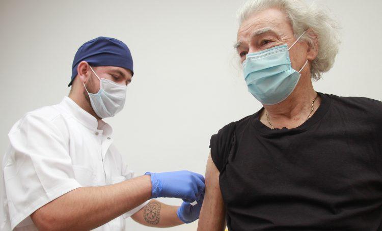 Пять тысяч москвичей записались на прививку от COVID-19 за пять часов. Фото: Наталия Нечаева, «Вечерняя Москва»