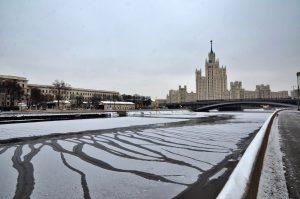 В Москве на неделю продлили все ограничения, кроме школ. Фото: Анна Быкова
