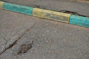 Ямочный ремонт дорожного полотна сделали районе. Фото: Анна Быкова