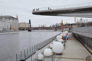 Барьеры из бонов установят у парка «Зарядье». Фото: Анна Быкова