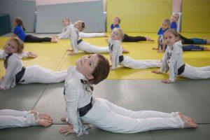 Ученица школы №1540 вошла в десятку сильнейших участников спортивного конкурса. Фото: Наталия Нечаева, «Вечерняя Москва»