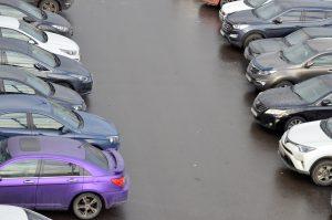 Жители столицы стали покупать вдвое больше машино-мест у города. Фото: Анна Быкова
