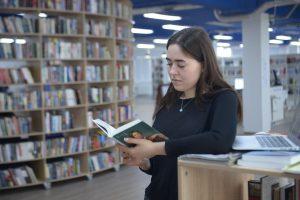 Литературное мероприятие организуют в районной библиотеке. Фото: Наталья Феоктистова, «Вечерняя Москва»