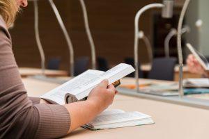 Литературный вечер состоится в районной библиотеке. Фото: pixabay.com