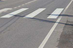 Выбоины и трещины на некоторых улицах района убрали сотрудники «Жилищника». Фото: Анна Быкова